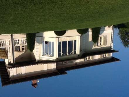 RISTRUTTURAZIONE VILLA : Giardino d'inverno in stile in stile Classico di Studio di Architettura Giacomo Alessandria