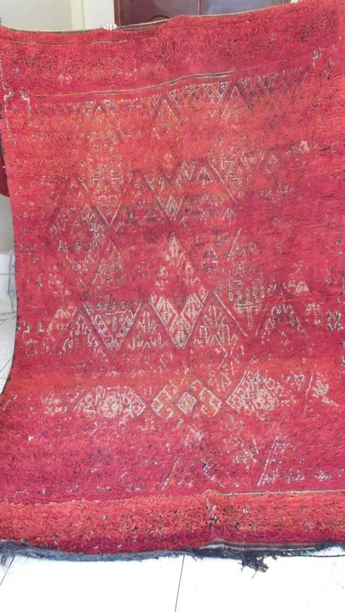 Vintage berber moroccan carpet: mediterranean Living room by Africancreates