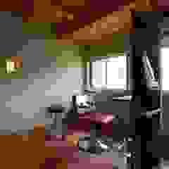 Spas de estilo escandinavo de 松デザインオフィス Escandinavo Madera Acabado en madera