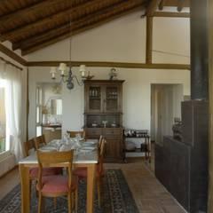 Dining room by Carmen Saraiva Arquitetura, Rustic