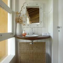 rustic Bathroom by Carmen Saraiva Arquitetura