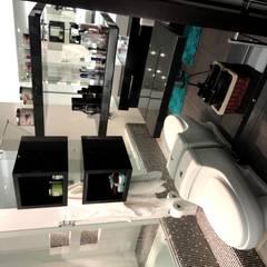APARTAMENTO ROSALES - entrepaños baño: Baños de estilo moderno por Mako laboratorio