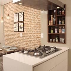 UMA CASA COM PERSONALIDADE !!! Cozinhas mediterrâneas por Fernanda Moreira - DESIGN DE INTERIORES Mediterrâneo