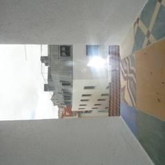 Remodelação de edifício no Bairro Alto: Janelas   por 2levels, Arquitetura e Engenharia, Lda