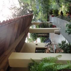 Balcones y terrazas de estilo rural de ARQUITECTOS BARRERA OSORIO Rural