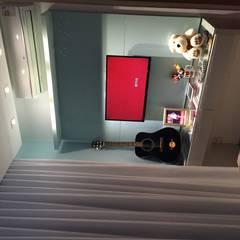 Apartamento M & A : Quarto infantil  por Livia Martins Arquitetura e Interiores