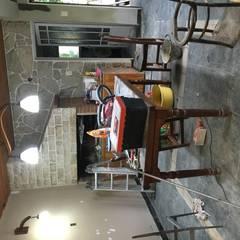 Espacio en mobiliario en proceso de restauraci´ón.: Livings de estilo  por Se Camper Design