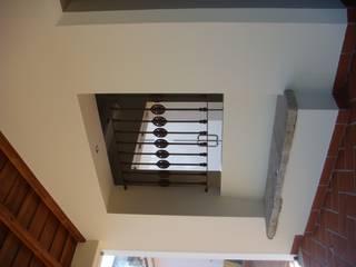 Pasillos, vestíbulos y escaleras rurales de Gabiurbe, Imobiliária e Arquitetura, Lda Rural