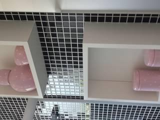 現代浴室設計點子、靈感&圖片 根據 Isabella Machado Arquitetura 現代風
