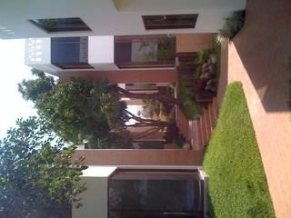 PASILLOS EXTERIORES: Casas de estilo  por GRUPO TEJAZ