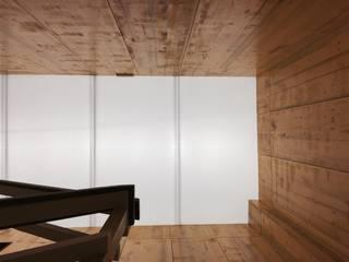OFICINA CONSTRUCTORA: Oficinas y Tiendas de estilo  de Sambori Design