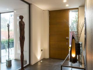 Hampstead Home, Bold & Bright Studio Mark Ruthven Modern corridor, hallway & stairs