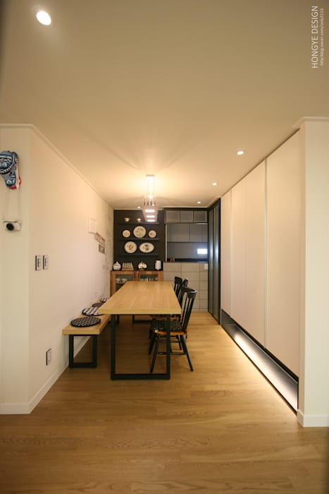 Salle à manger moderne par 홍예디자인 Moderne