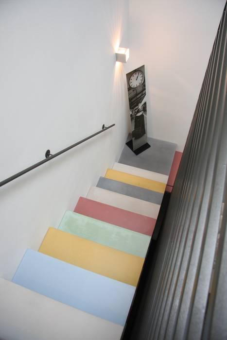 Corridor & hallway by Traumraum&beton DESIGN by NONNAST,
