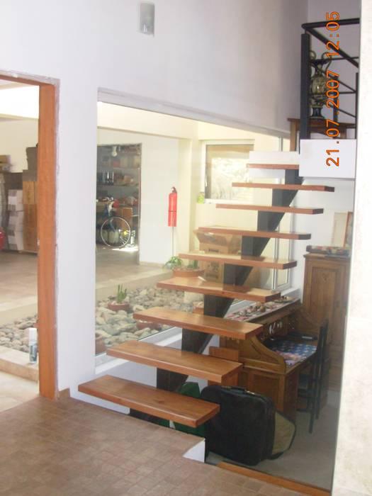 Casa Lago renziravelo Pasillos, vestíbulos y escaleras de estilo moderno