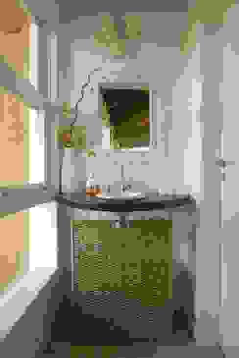 Bathroom by Carmen Saraiva Arquitetura, Rustic