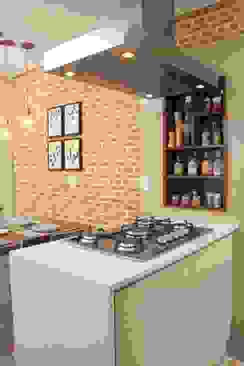 O agregador fogão de ilha !!! Cozinhas mediterrâneas por Fernanda Moreira - DESIGN DE INTERIORES Mediterrâneo