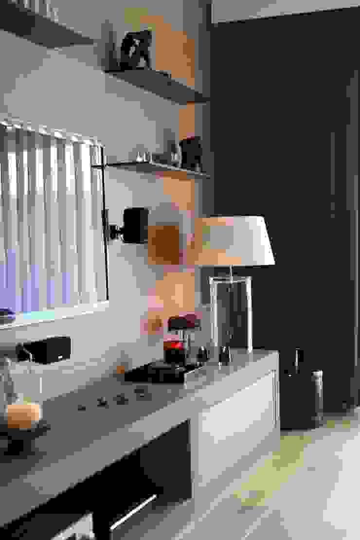 living room Esra Kazmirci Mimarlik Modern living room Grey