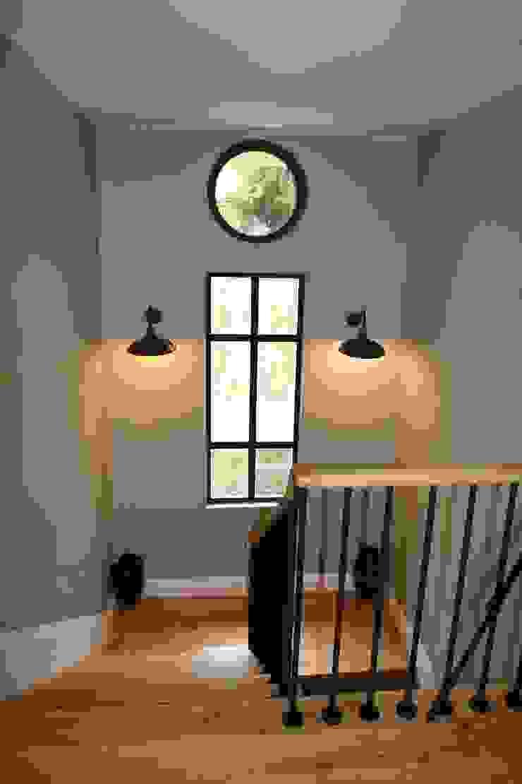 stairway Esra Kazmirci Mimarlik Modern corridor, hallway & stairs Black