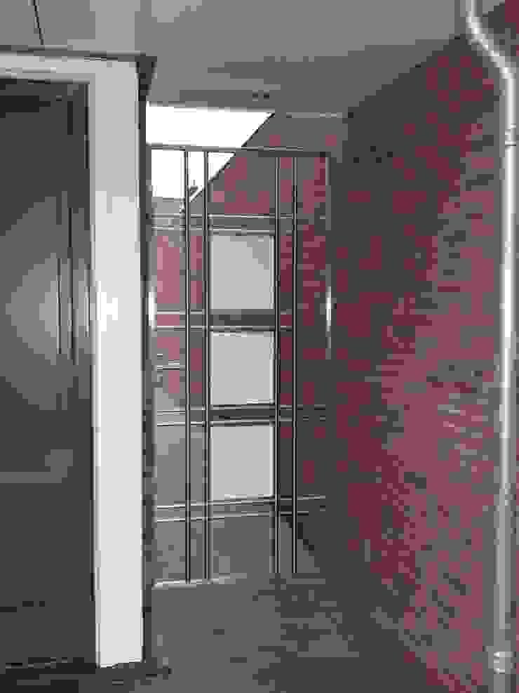 RVS design poort Moderne tuinen van Kouwenbergh Machinefabriek B.V. Modern