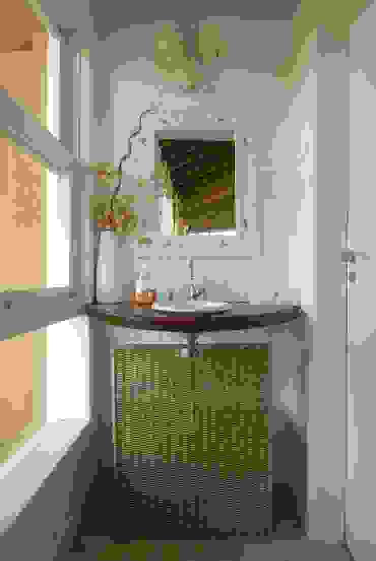 Baños de estilo rústico de Carmen Saraiva Arquitetura Rústico