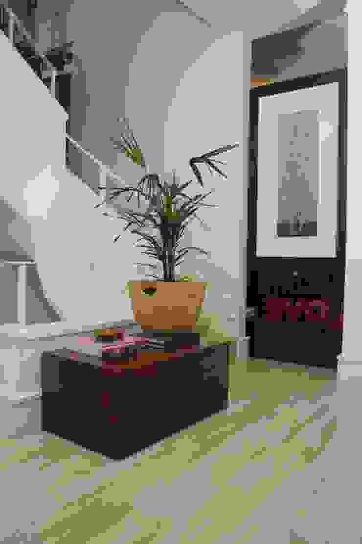 Pasillos, vestíbulos y escaleras de estilo mediterráneo de Fernanda Moreira - DESIGN DE INTERIORES Mediterráneo