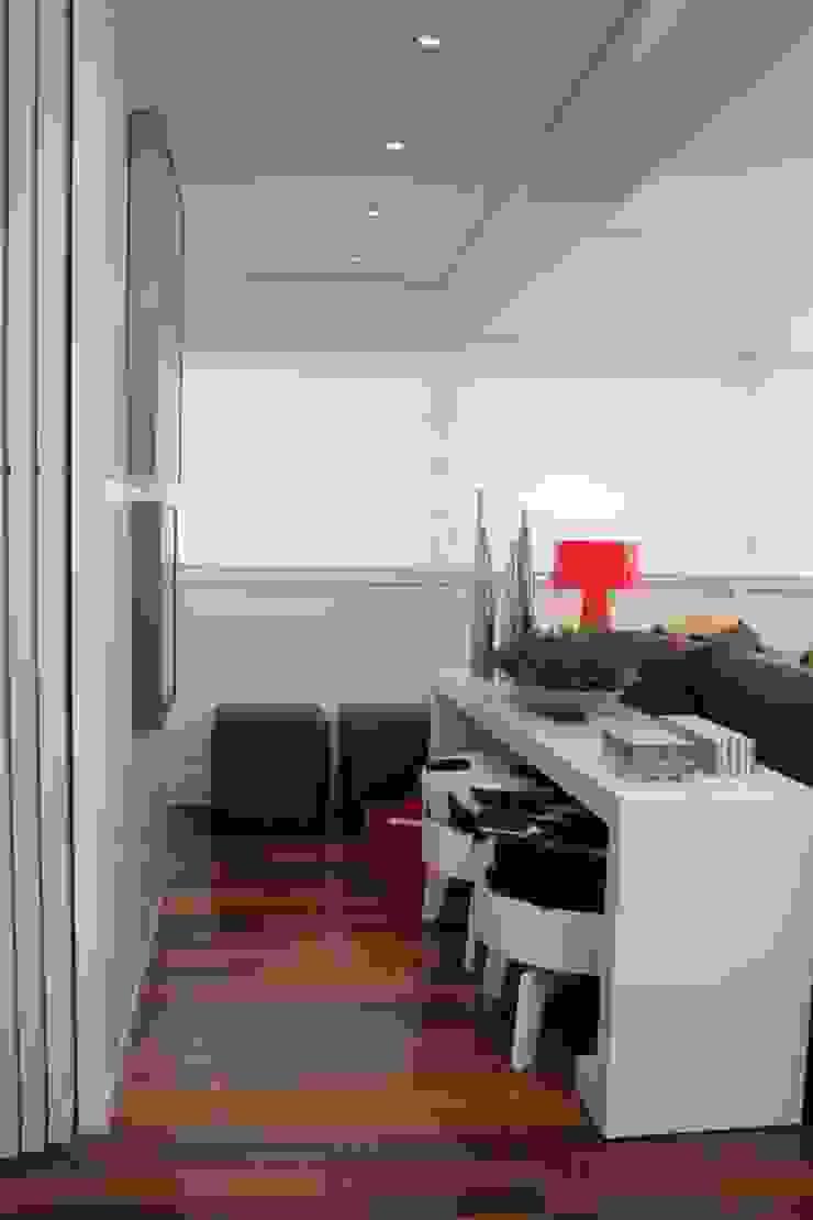 Fernanda Moreira - DESIGN DE INTERIORES BathroomFittings Wood White
