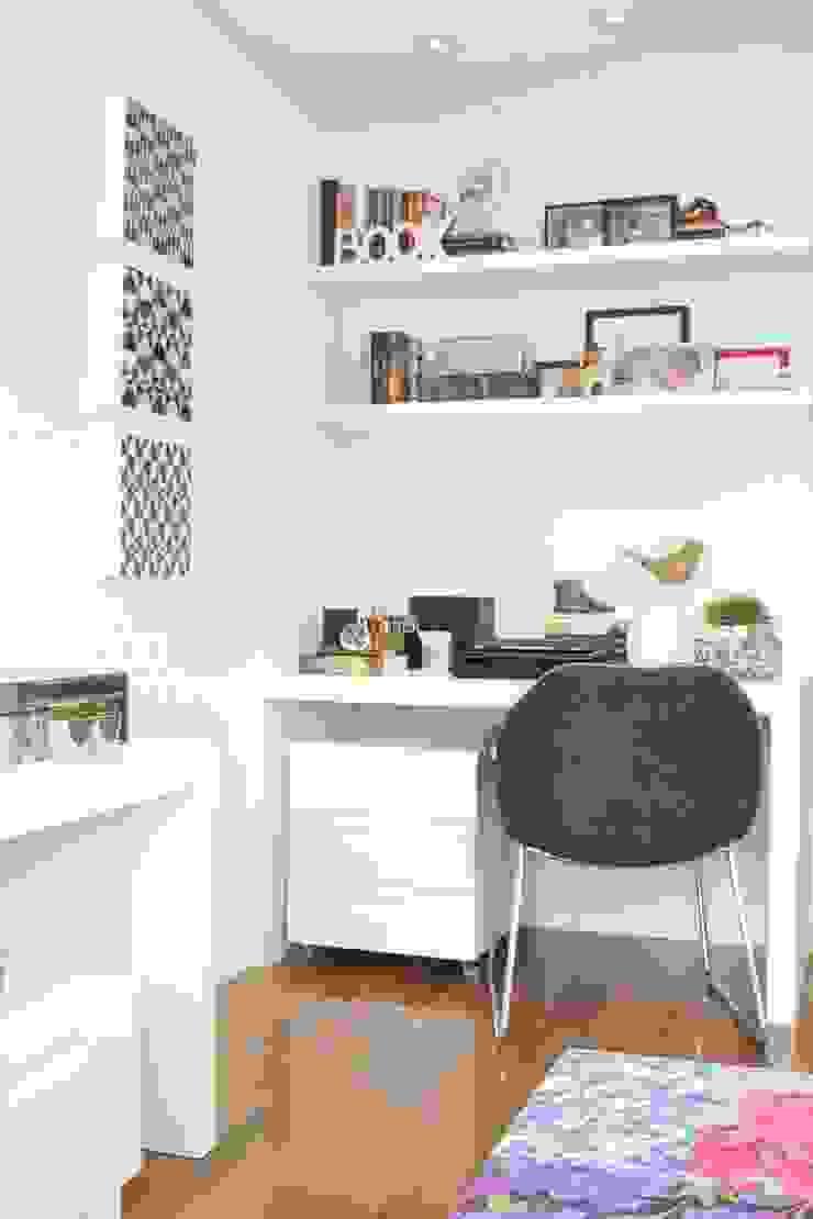 Fernanda Moreira - DESIGN DE INTERIORES BedroomAccessories & decoration Wood White