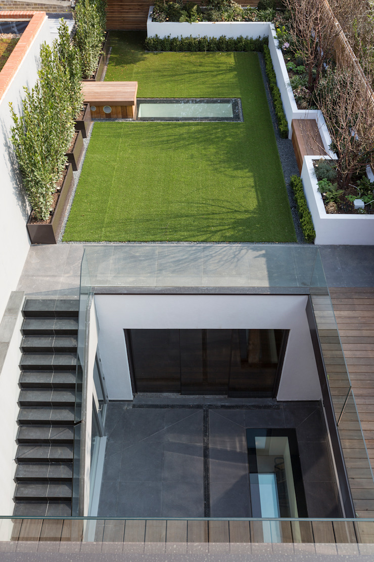 Rear courtyard & garden โดย Studio Mark Ruthven โมเดิร์น