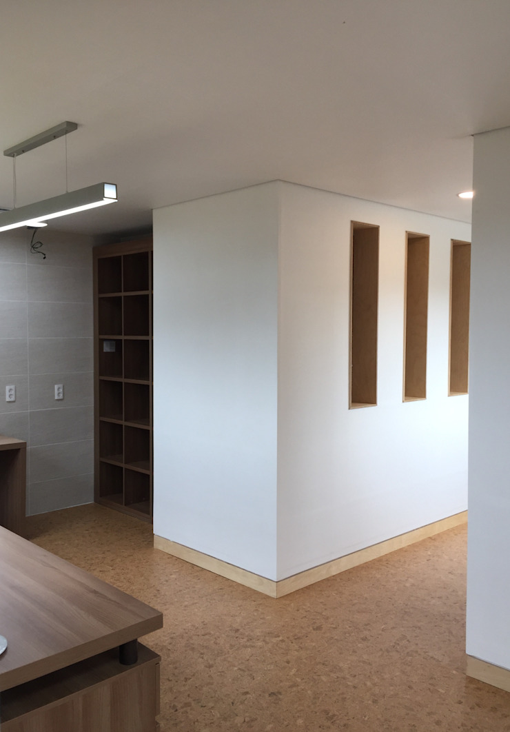 Modern Study Room and Home Office by MetaPhora Co.,LTD Modern