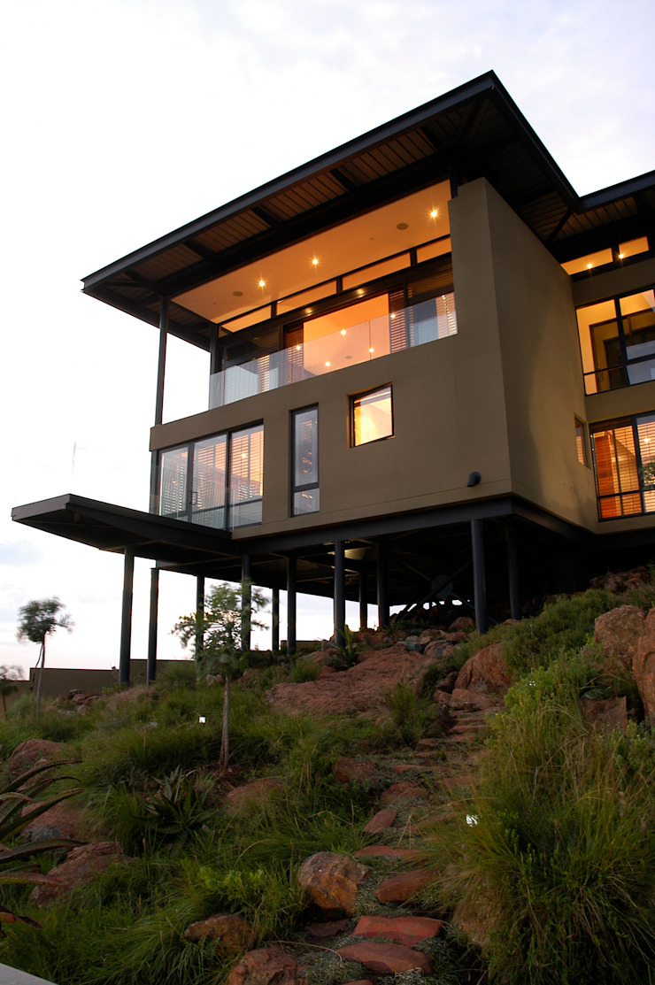 Hillside Haven—Loft House Bassonia Modern houses by CKW Lifestyle Associates PTY Ltd Modern