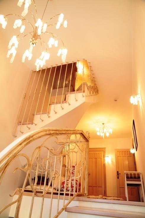 Experiments in art Nouveau style: Corredores e halls de entrada  por D O M | Architecture interior