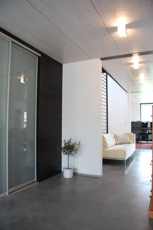 Sichtestrich:  Wände von Traumraum&beton DESIGN by NONNAST