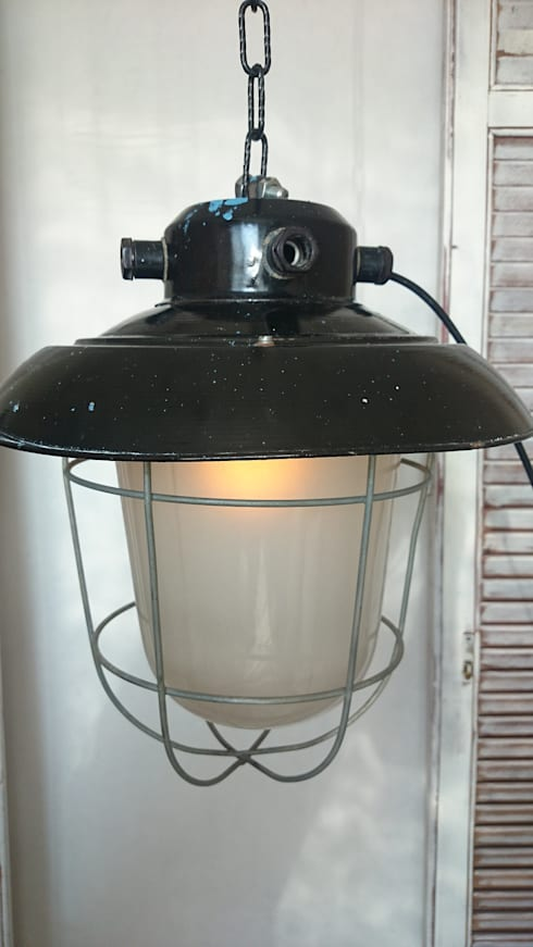 industrial   hanging light : industrial Living room by INDUSTRIALHUNTERS
