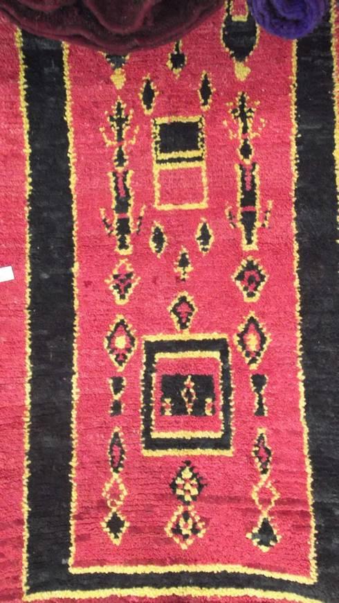BOUJAD MOROCCAN RUG . WOOL BOUJAD CARPET . TAPIS BOUJAD : mediterranean Bedroom by Africancreates