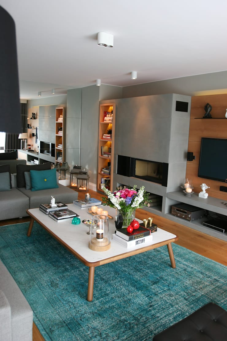 living room:  Living room by Esra Kazmirci Mimarlik