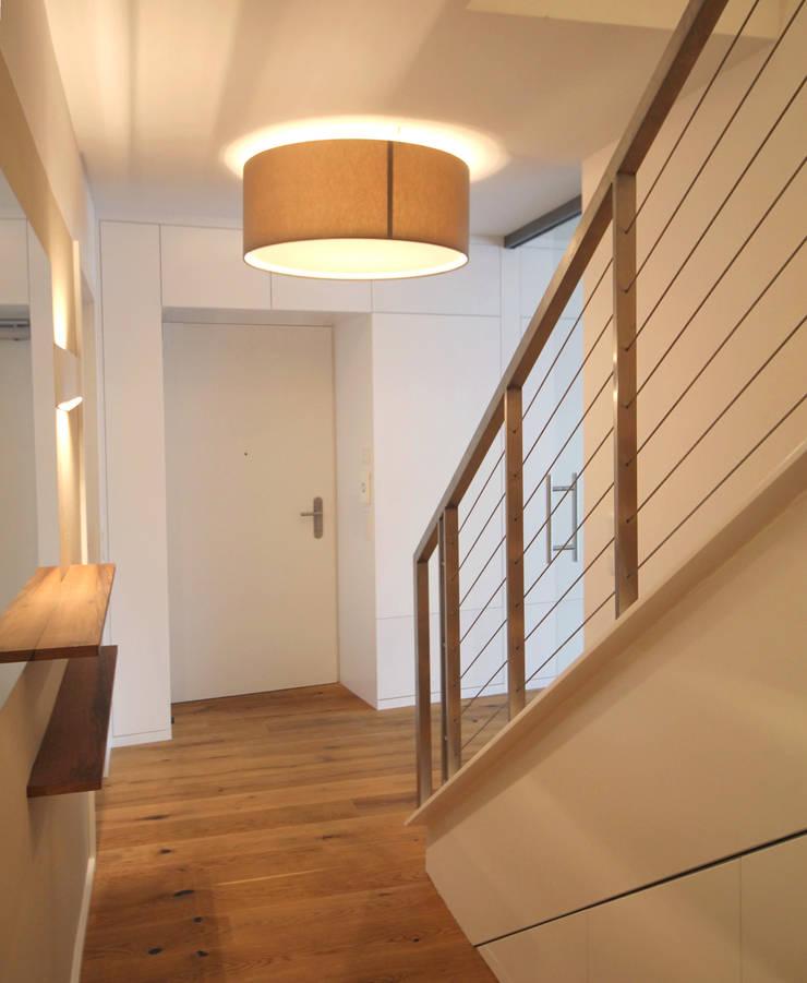 Corridor & hallway by eswerderaum, Modern