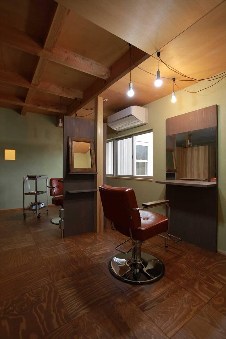 美容室: 松デザインオフィスが手掛けた家です。