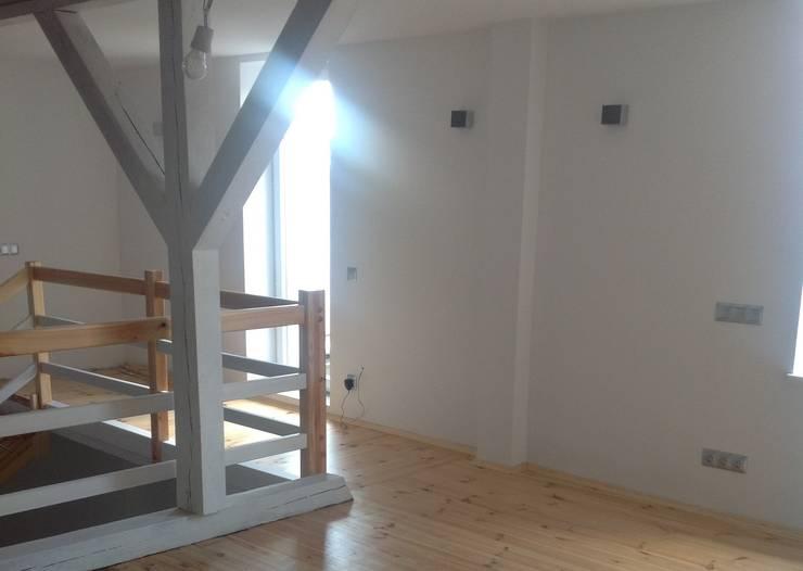 Modern Corridor, Hallway and Staircase by STUDIO BB ARCHITEKCI TOMASZ BRADECKI Modern