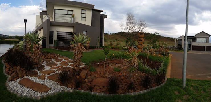 Landscaping Project:  Garden by Liquid Landscapes, Modern