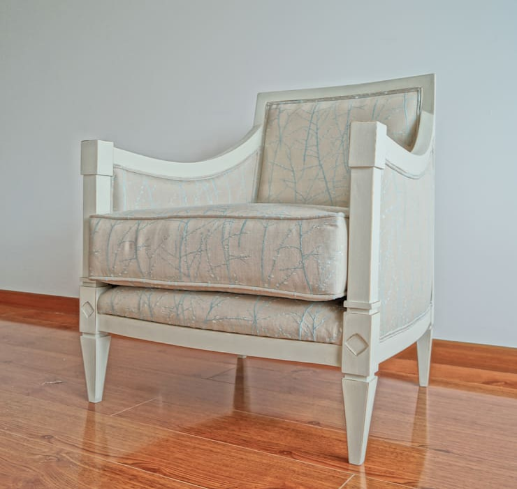 Poltrona Antique:  de estilo  por MARECO DESIGN S.A.S, Clásico Madera Acabado en madera