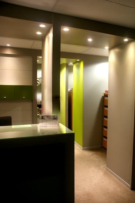 Interior design of consulting rooms for a medical practitioner, Life Park, Bloemfontein.:  Clinics by Sm!t Architects
