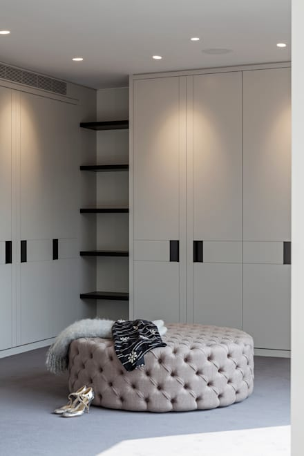 Walk in closet de estilo  por Studio Mark Ruthven