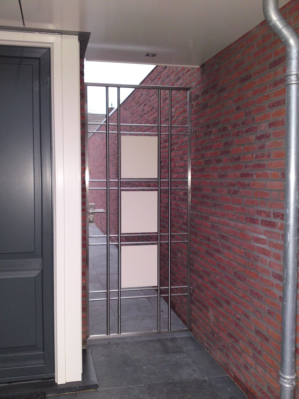 RVS design poort: moderne Tuin door Kouwenbergh Machinefabriek B.V.
