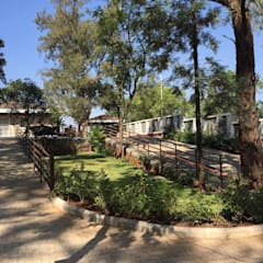 Villa,Panchgani Country style garden by Ground 11 Architects Country