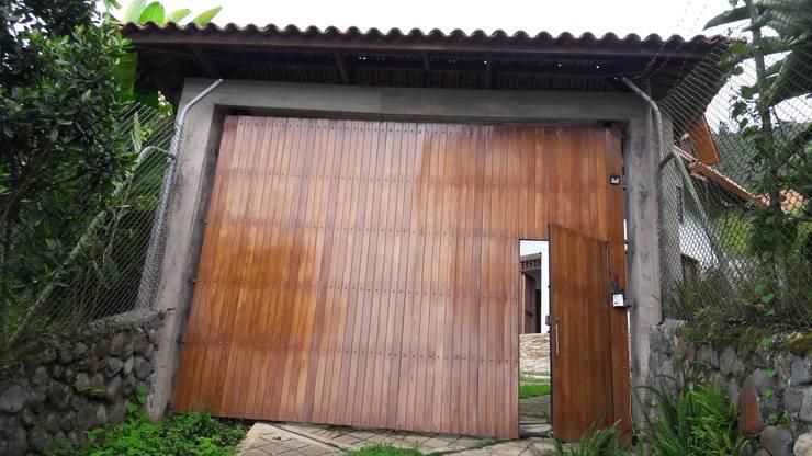 El Chalet reserva: Casas de estilo  por Brand  Aquitecto interiorista