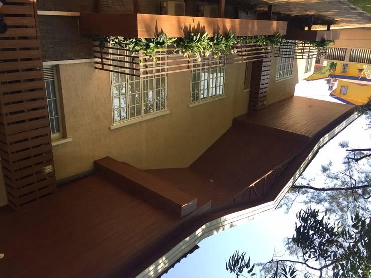 Villa,Panchgani:  Houses by Ground 11 Architects