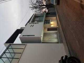 FACHADA VISTA FRONTAL IZQUIERDO: Casas de estilo  por Minimal architecture