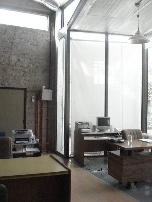 limpiez y claridad Estudios y oficinas modernos de CRISTINA FORNO Moderno Compuestos de madera y plástico