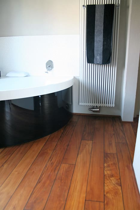 Parkett im bad – hier mit badewanne: badezimmer von stumpf ...